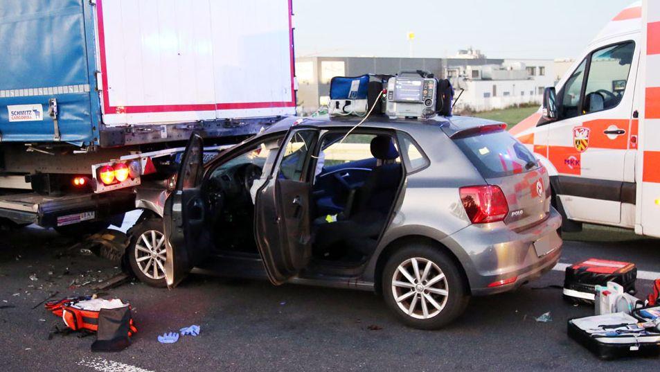 Schwerer Verkehrsunfall auf der A45 bei Karlstein