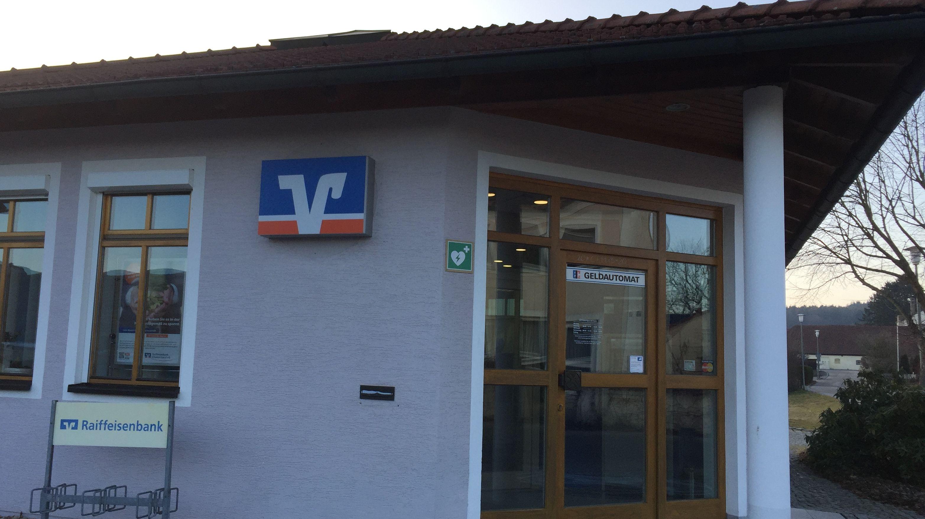Die Filiale der Raiffeisenbank Chamer Land in Zell, die Ende März zugesperrt wird. Dann gibt es dort weder Bank noch Geldautomat