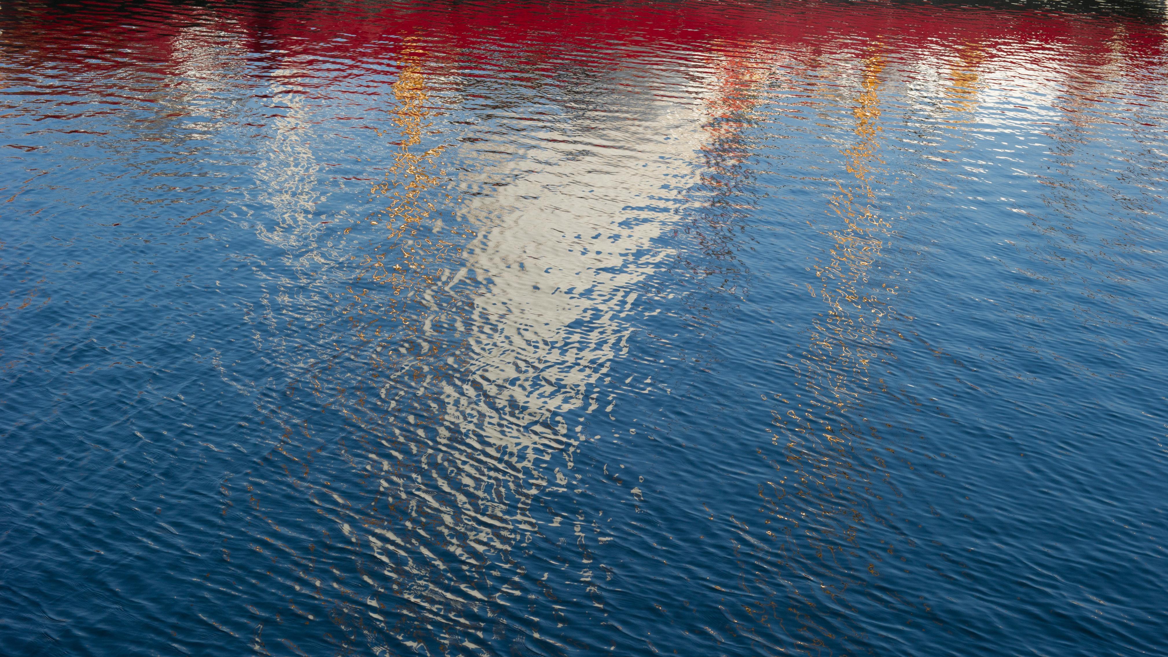"""Eine Szene am Ryck, der von Greifswald zur Ostsee fließt - und den Museumshafen in der Hansestadt passiert. Judith Schalansky erzählt in ihrem Buch """"Verzeichnis einiger Verluste"""" von der Stadt und vom Fluss."""