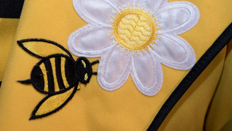 Bienen-Sticker eines Aktivisten des Volksbegehrens