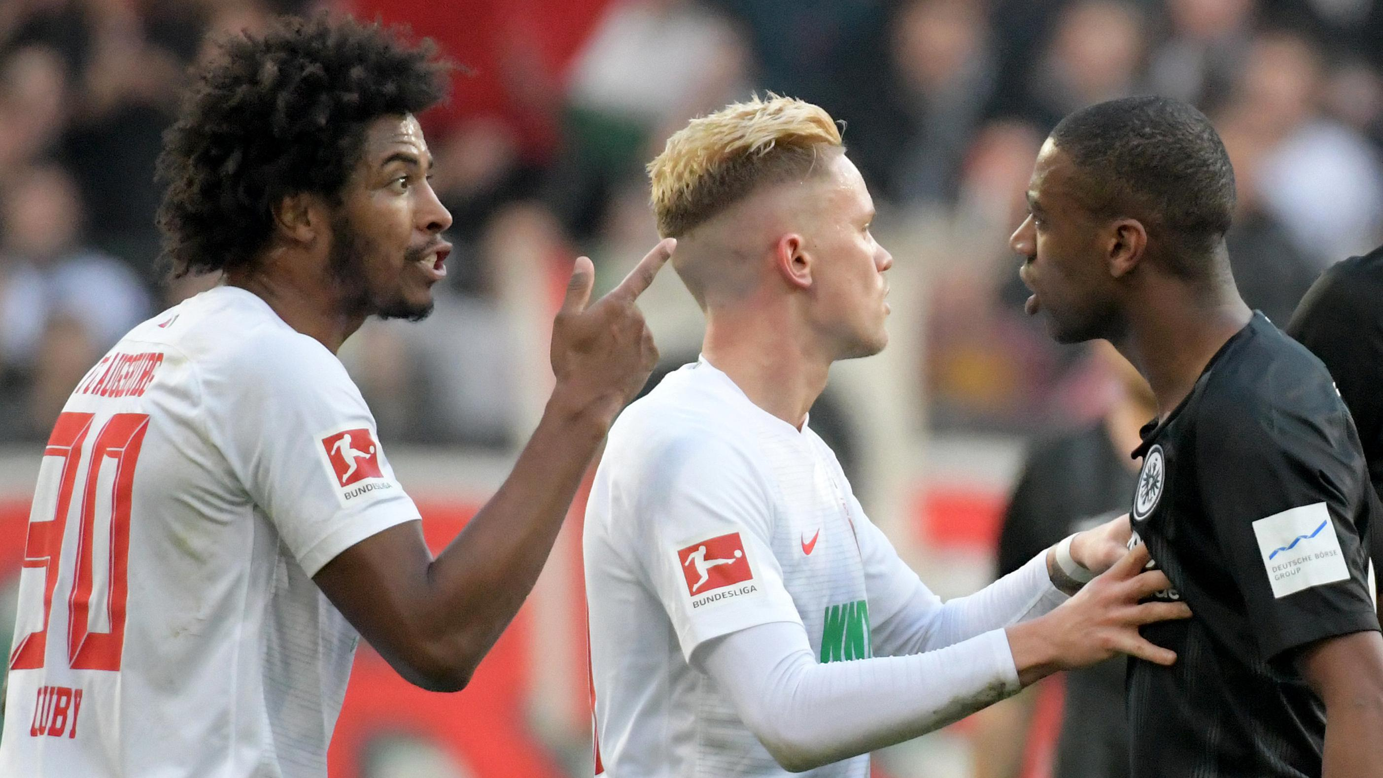 Philipp Max und Caiuby in einer Auseinandersetzung mit Frankfurts Gelson Fernandes