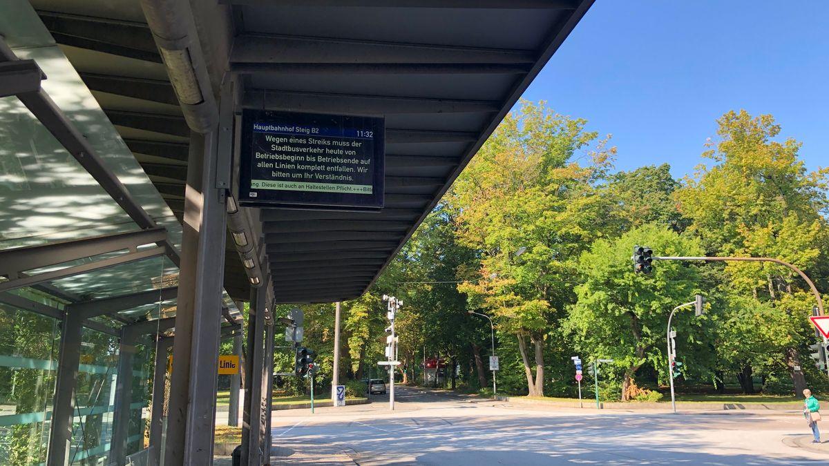 Bild einer leeren Bushaltestelle in Regensburg