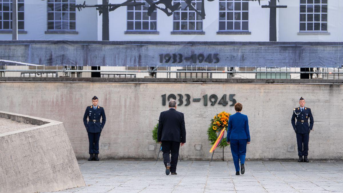 Annegret Kramp-Karrenbauer, und Jeremy Issacharoff, Botschafter des Staates Israel in Deutschland, besuchen die KZ-Gedenkstätte