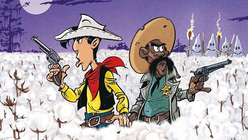 Lucky Luke und der schwarze Sheriff stehen mit gezückter Pistole in einem Baumwollfeld.