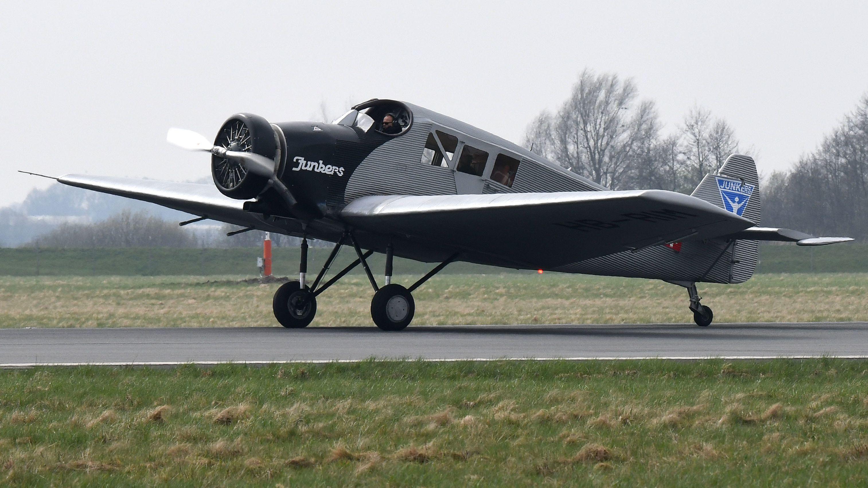 Nachbau der Junkers F13 landet am Bremer Flughafen