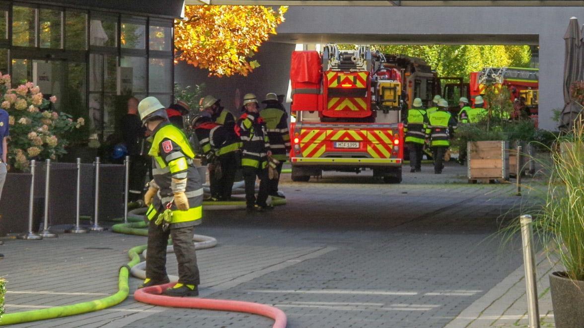 Feuerwehr-Einsatz vor einem Münchner Hotel