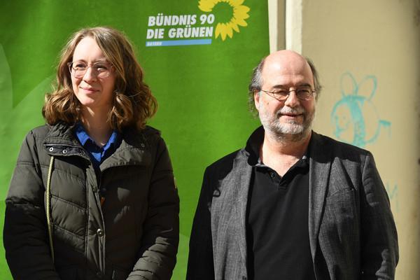 Eva Lettenbauer (Bündnis 90/Die Grünen) und Eike Hallitzky (Bündnis 90/Die Grünen) sprechen beim Pressestatement der Bayerischen Grünen am Sendlinger Tor über die Ergebnisse der Kommunalwahl in Bayern. Die mit besonders guten Umfragewerten auf Bundes- und Landesebene in den Wahlkampf gestarteten Grünen mussten in München eine herbe Pleite verkraften.