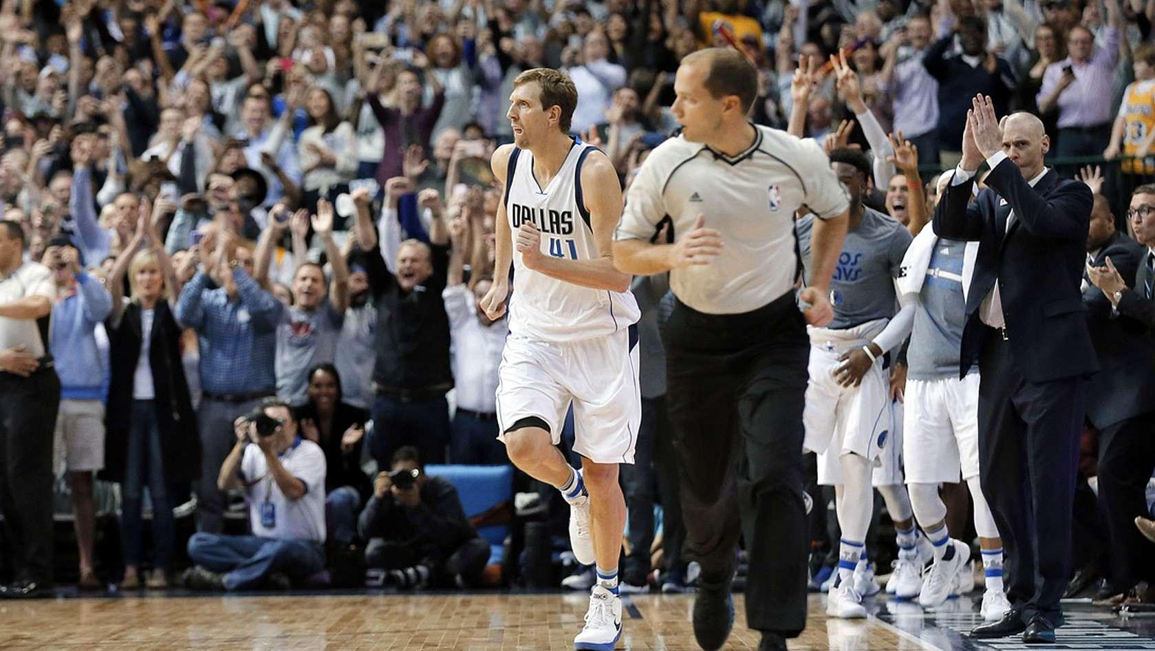 Dirk Nowitzki erzielt den 30.000. Punkt seiner NBA-Karriere