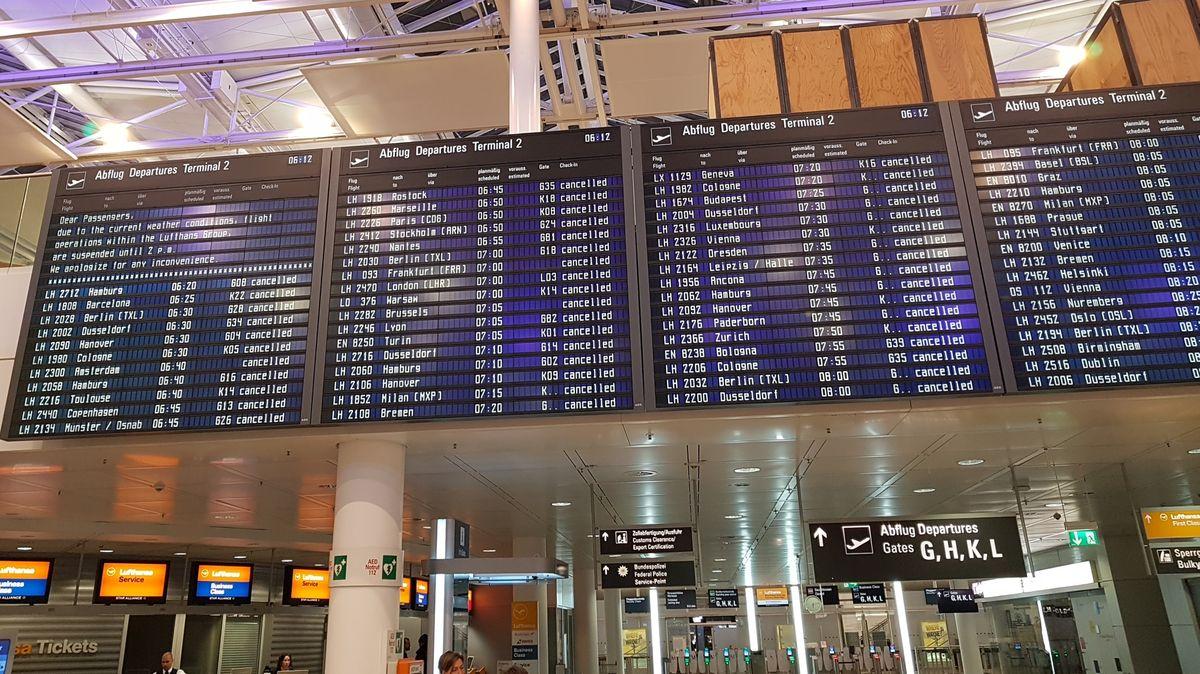 Alle Flüge gecancelt: Anzeigetafel am Münchner Flughafen