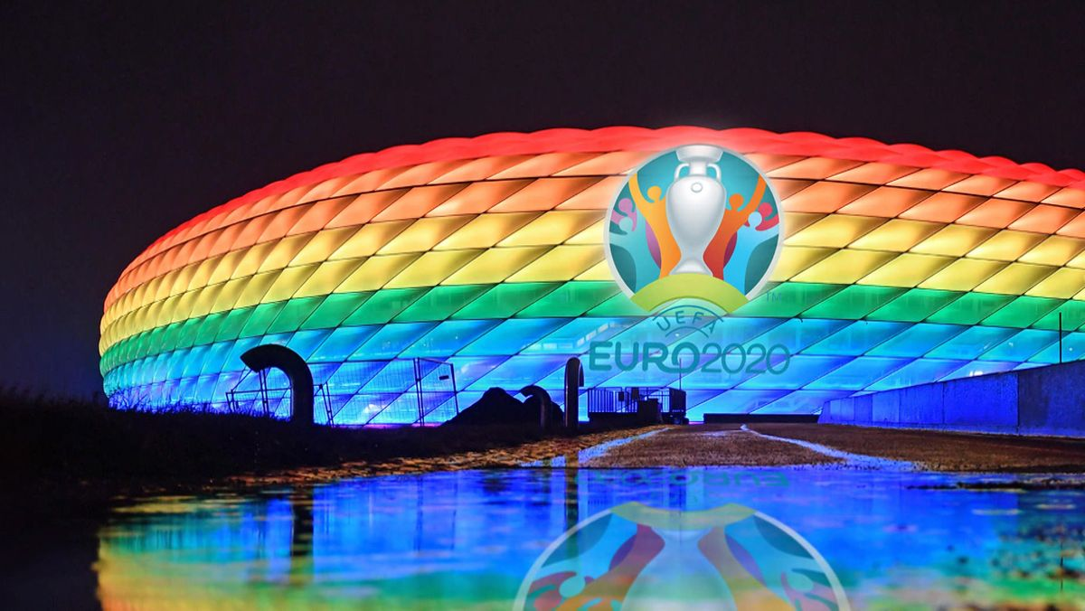 Allianz Arena leuchtet in Regenbogenfarben