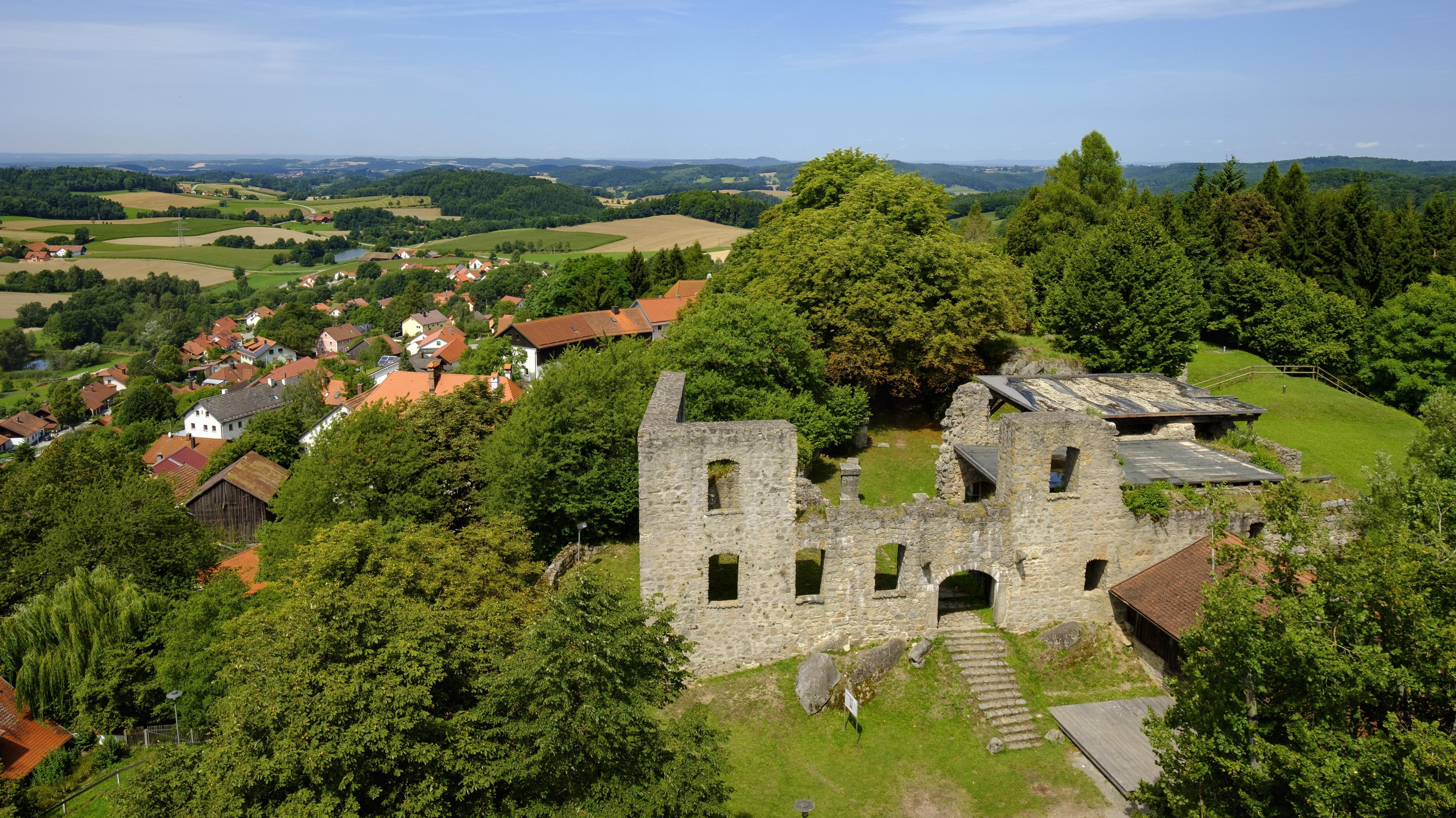 Brennberg liegt nordöstlich von Regensburg. Hier soll die Trasse verlegt werden.