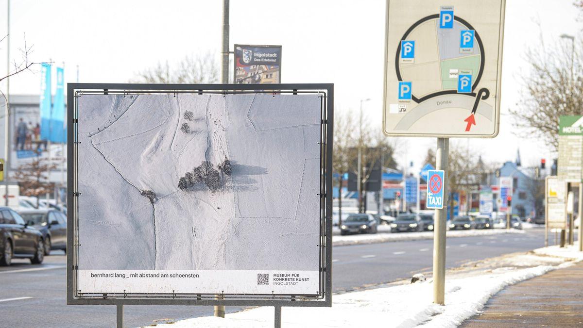 Fast wie eine Schwarzweiß-Zeichnung: Der bayerische Winter in einer Luftbildaufnahme