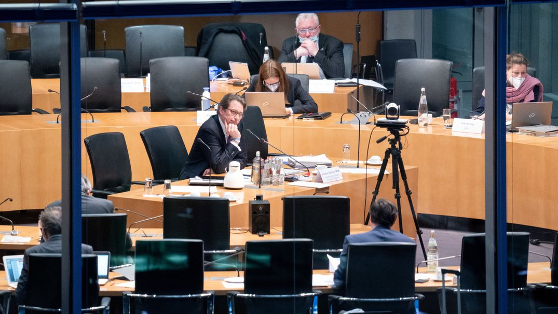 Andreas Scheuer sitzt als Zeuge im Maut-Untersuchungsausschuss des Bundestags