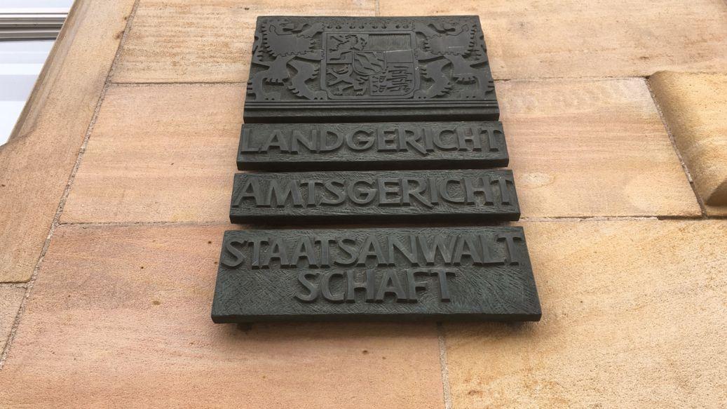 Tafel am Landgericht Regensburg