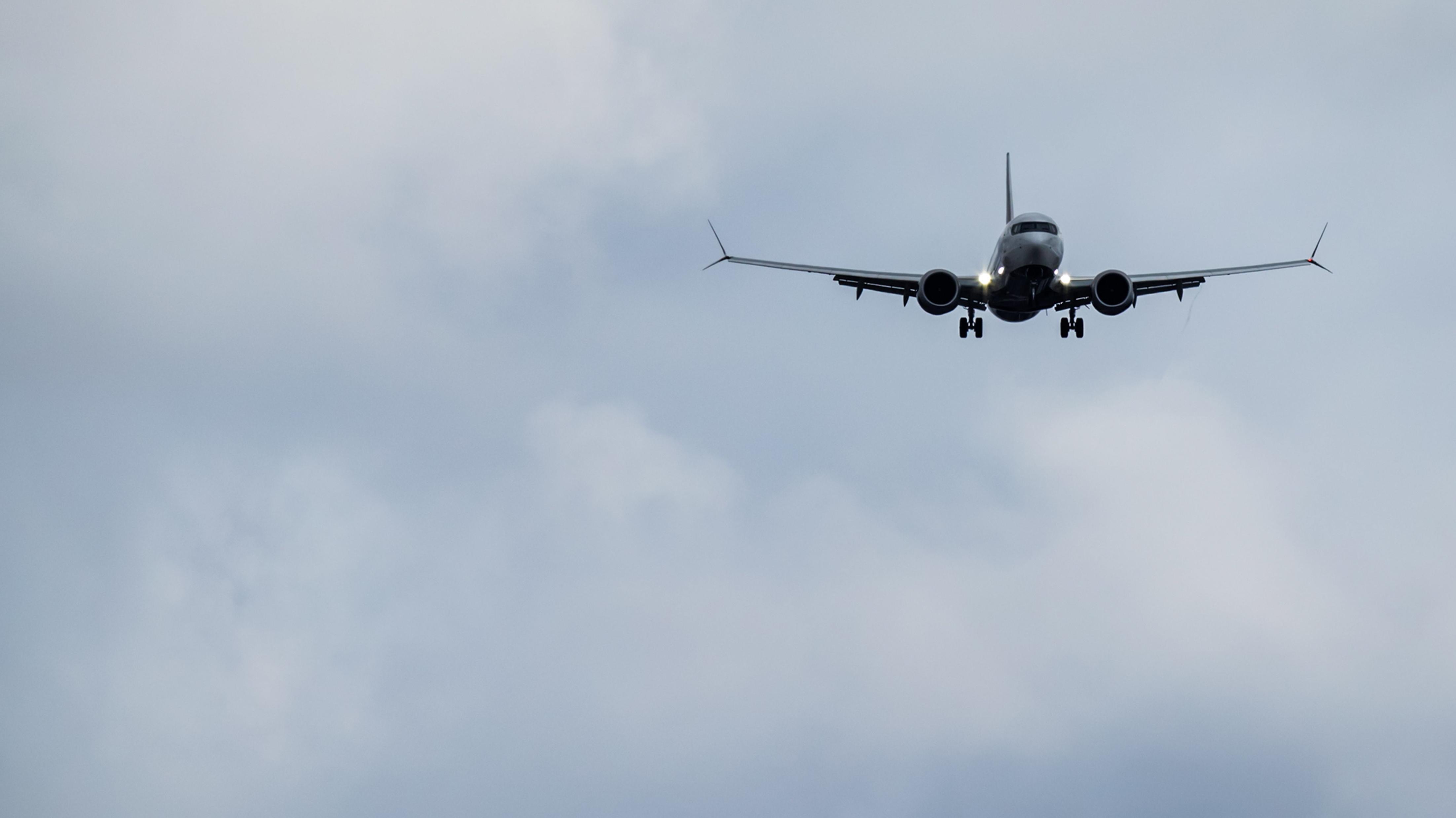 Eine Boeing 737 Max 8 im Landeanflug