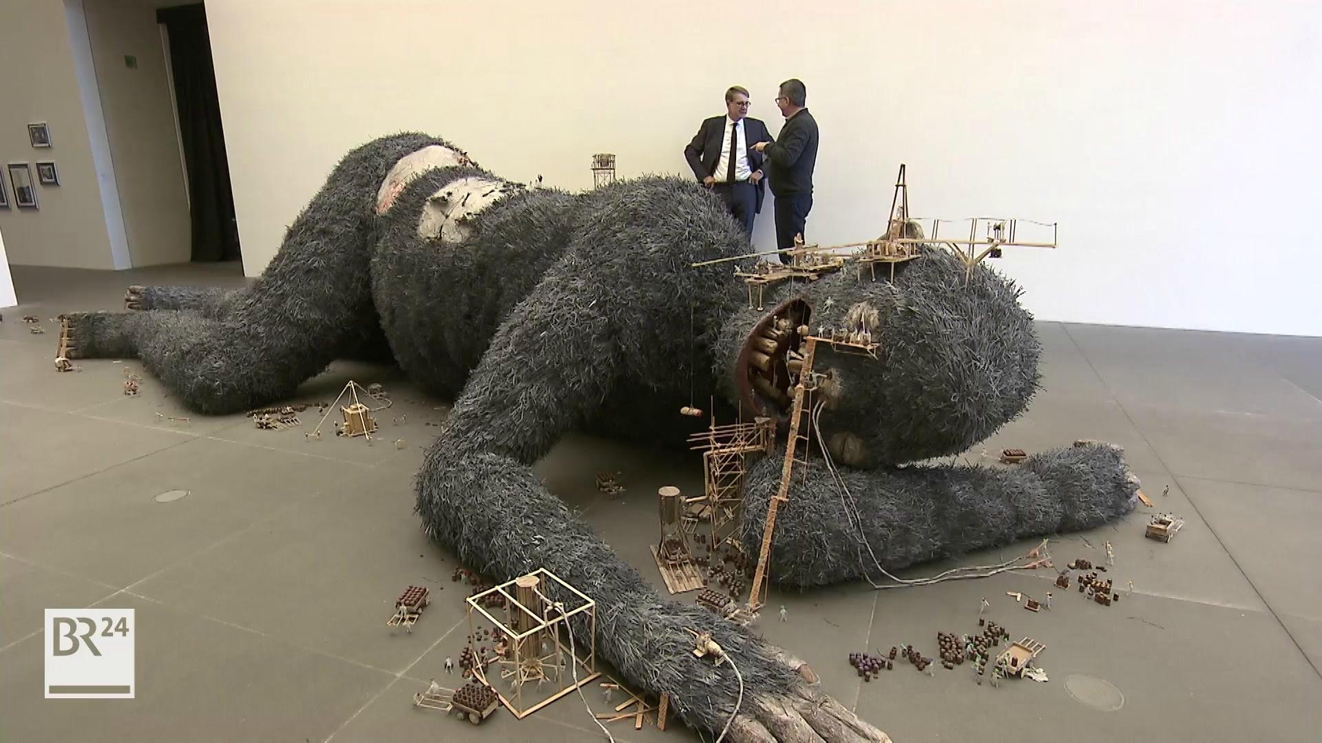 Affen-Mensch-Skulptur