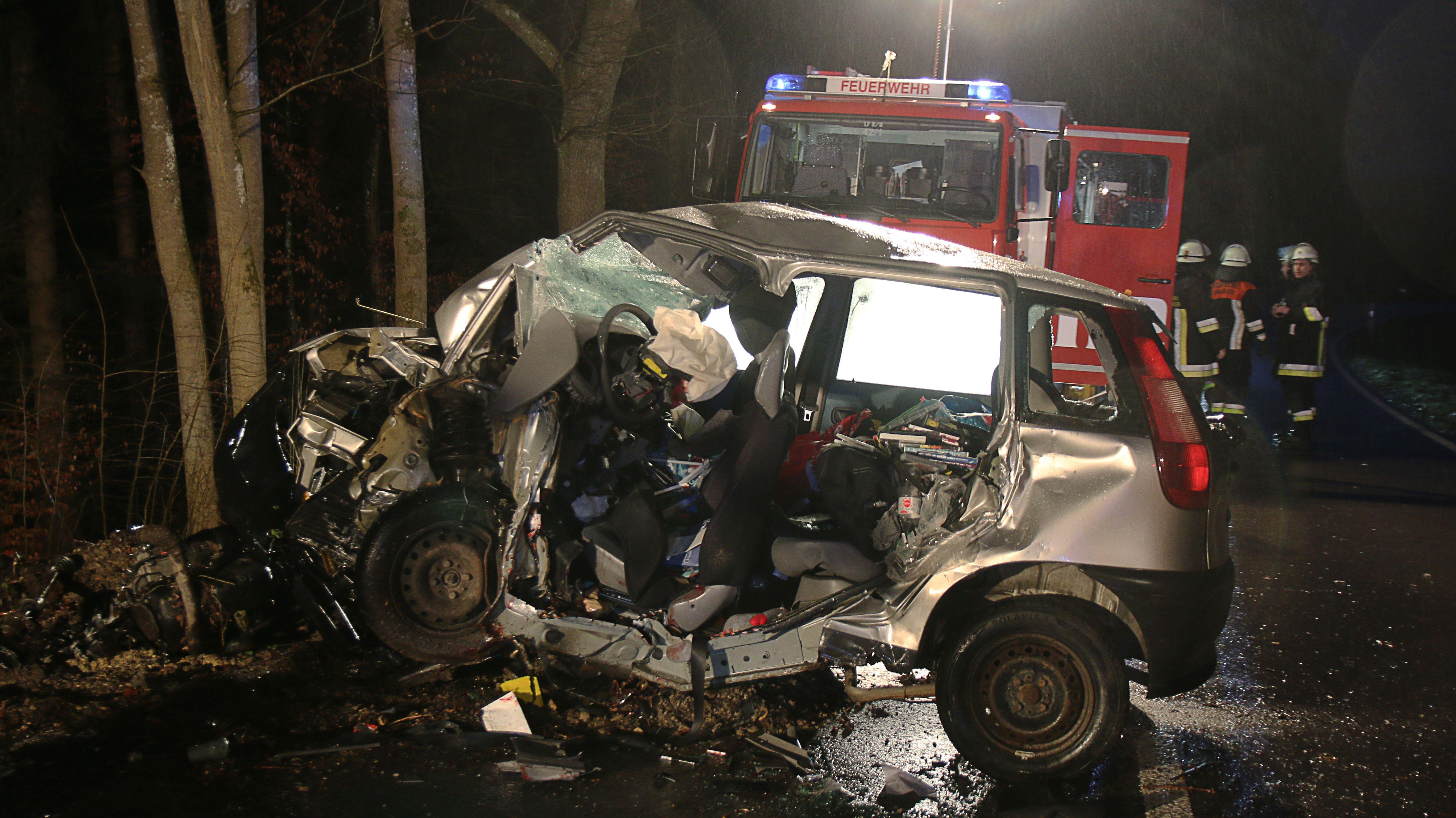 Tödlicher Verkehrsunfall bei Welden (Ldks. Augsburg)