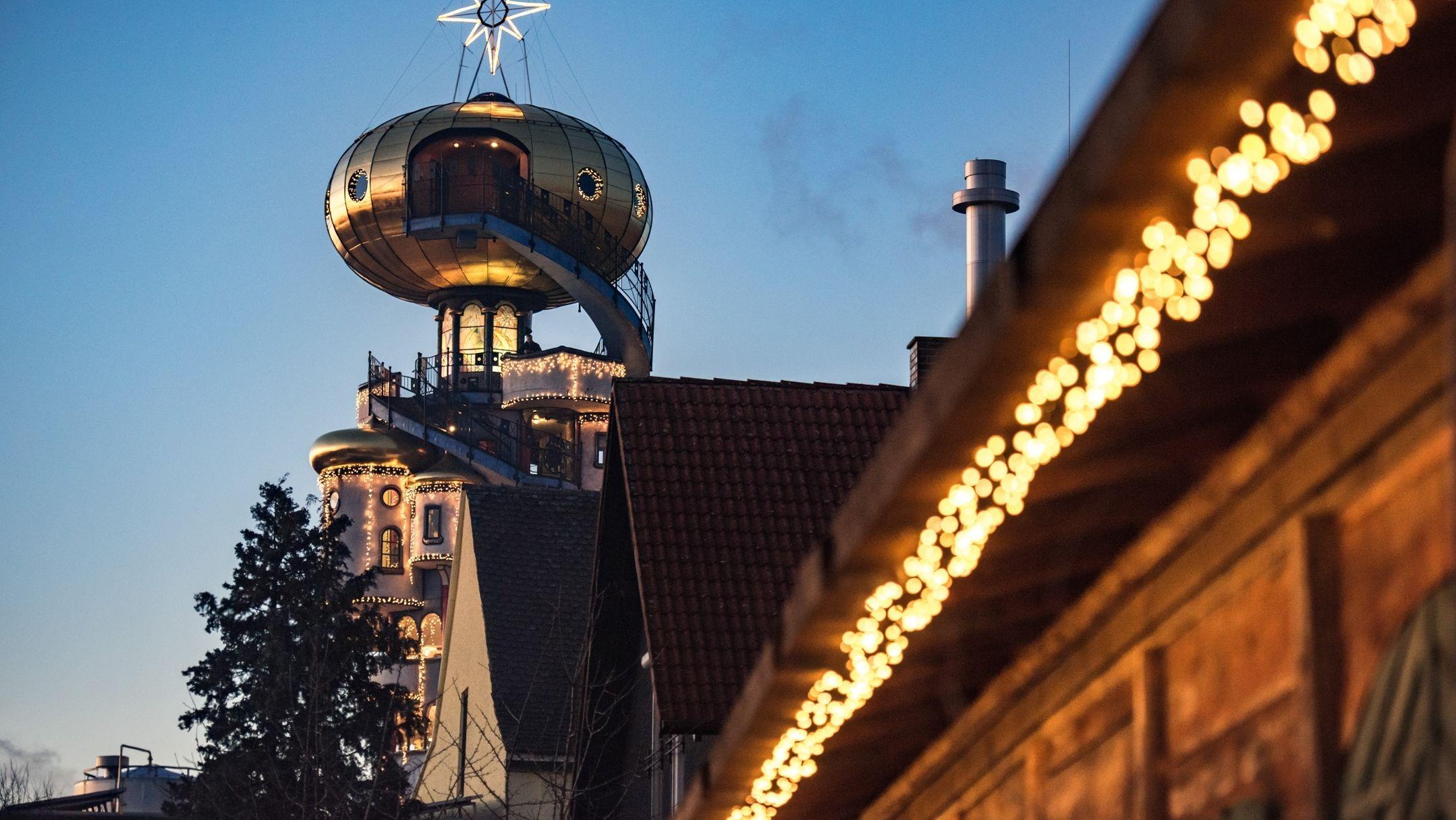 Der Kuchlbauerturm zur Weihnachtszeit