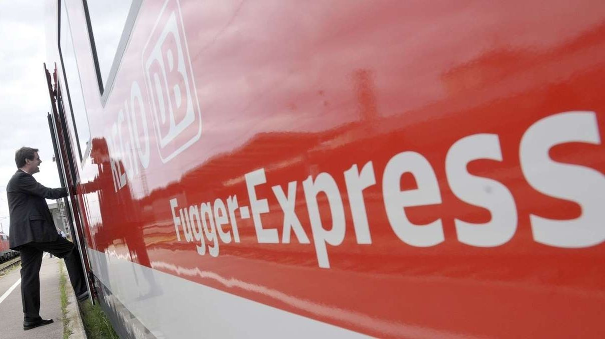 Ein Fugger-Express der Deutschen Bahn (Archivbild)