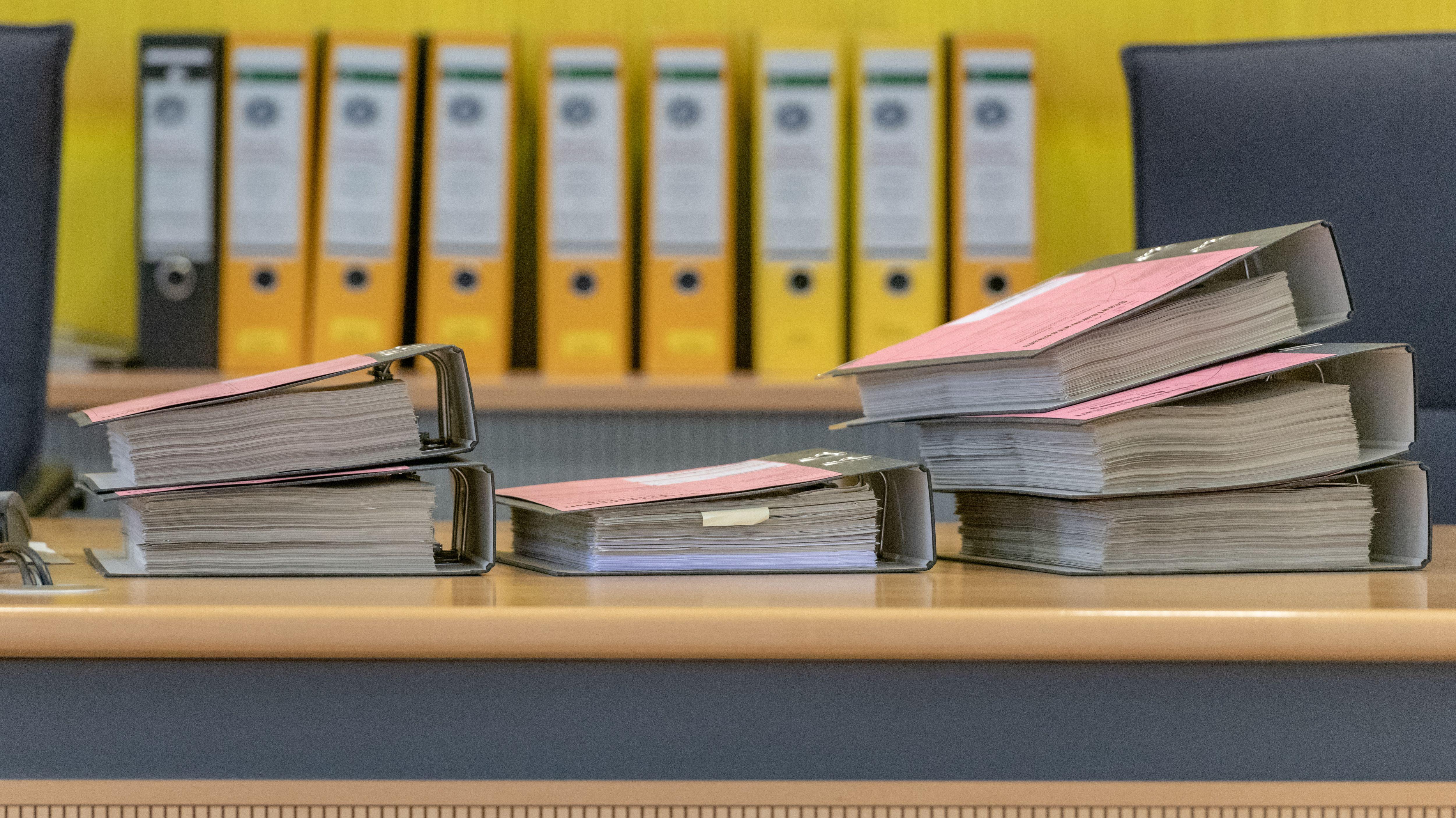 Der Prozess um die mutmaßliche Fälschung der Kommunalwahl von Geiselhöring beginnt am 4. November. Ein Urteil könnte im Dezember fallen.