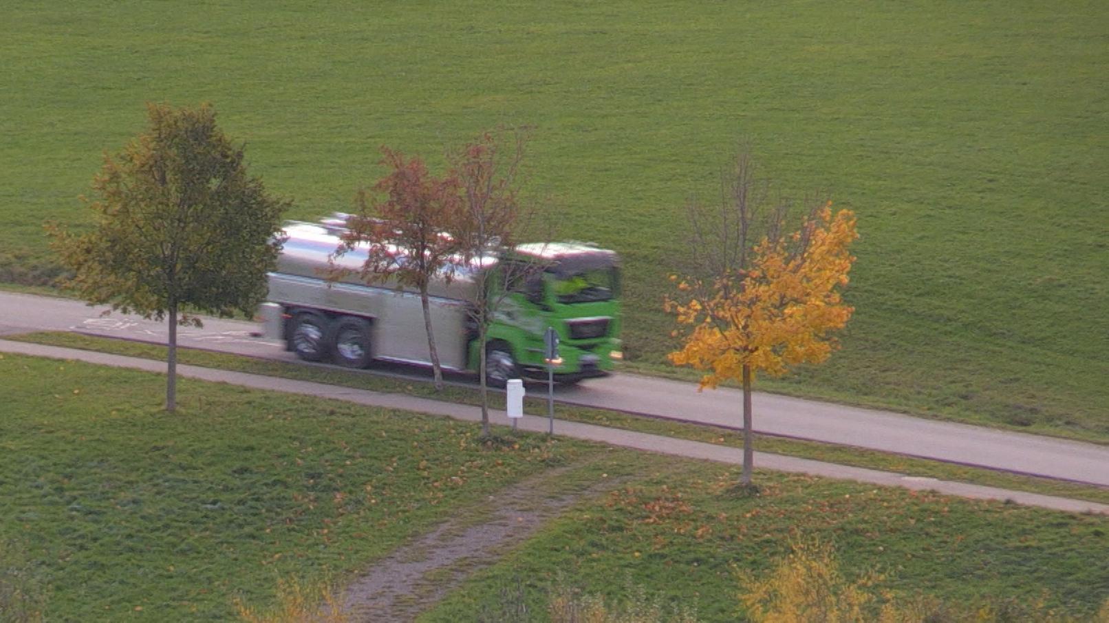 Ein Tanklaster bringt Wasser nach Wiggensbach.