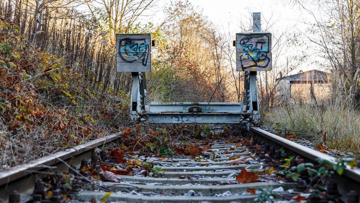 Ein stillgelegtes Bahngleis. (Symbolfoto)