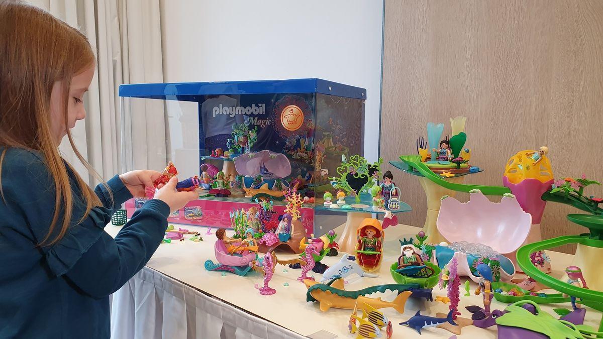 Ein spielendes Kind bei der Pressekonferenz der Spielwarenbranche 2019
