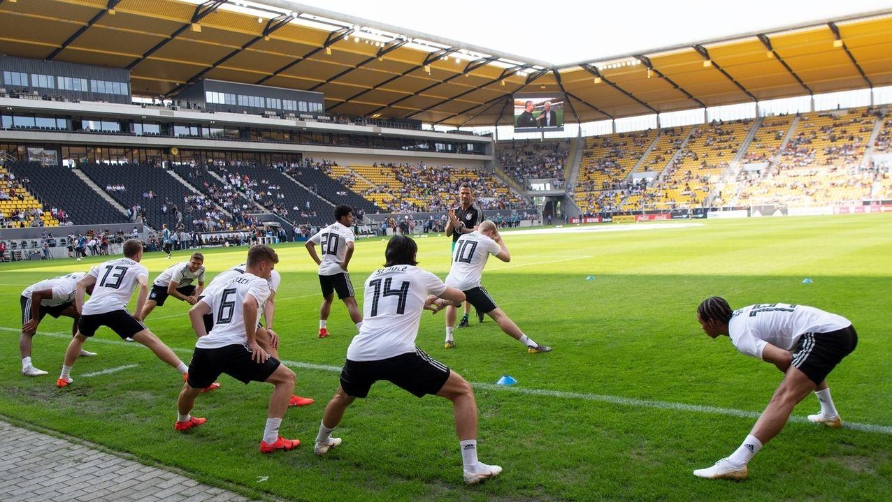 Öffentliches Training der Nationalmannschaft im Aachener Tivoli