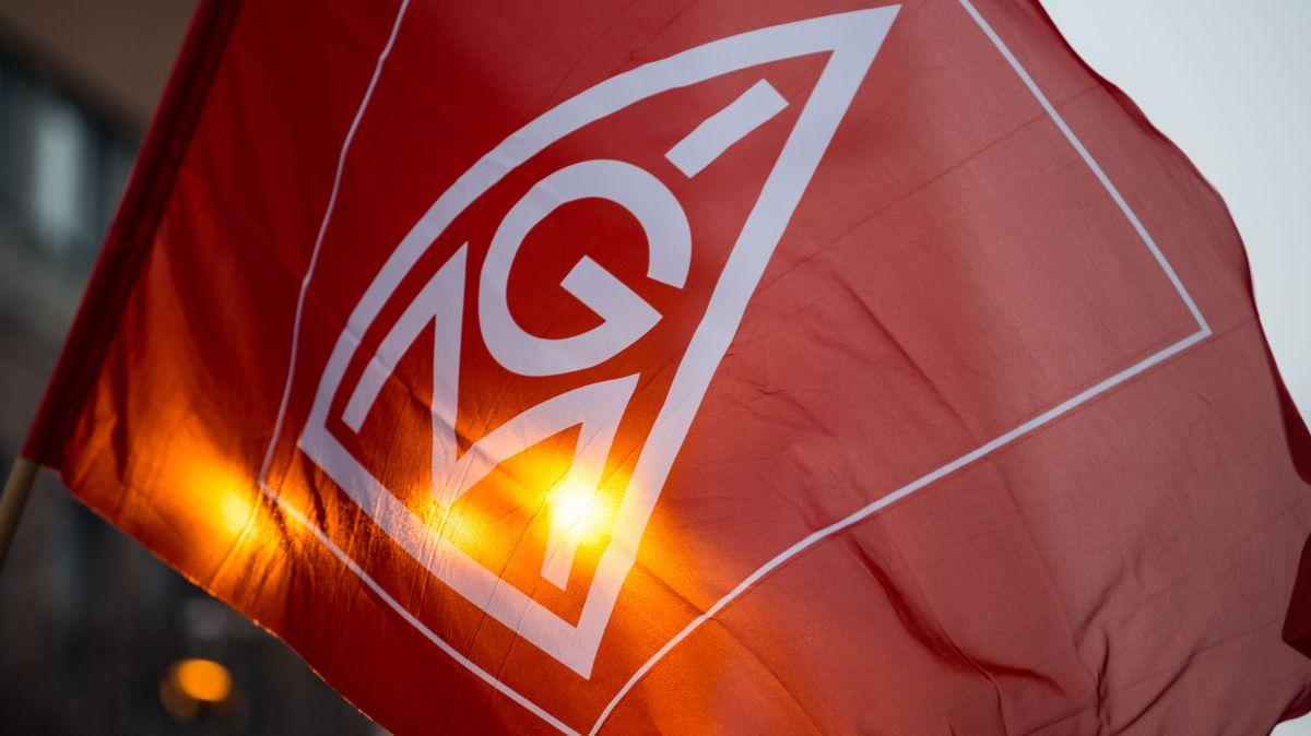 Bei mehr als 70 Kundgebungen in ganz Bayern haben Beschäftigte aus der Metallindustrie in dieser Woche für sichere Arbeitsplätze demonstriert.