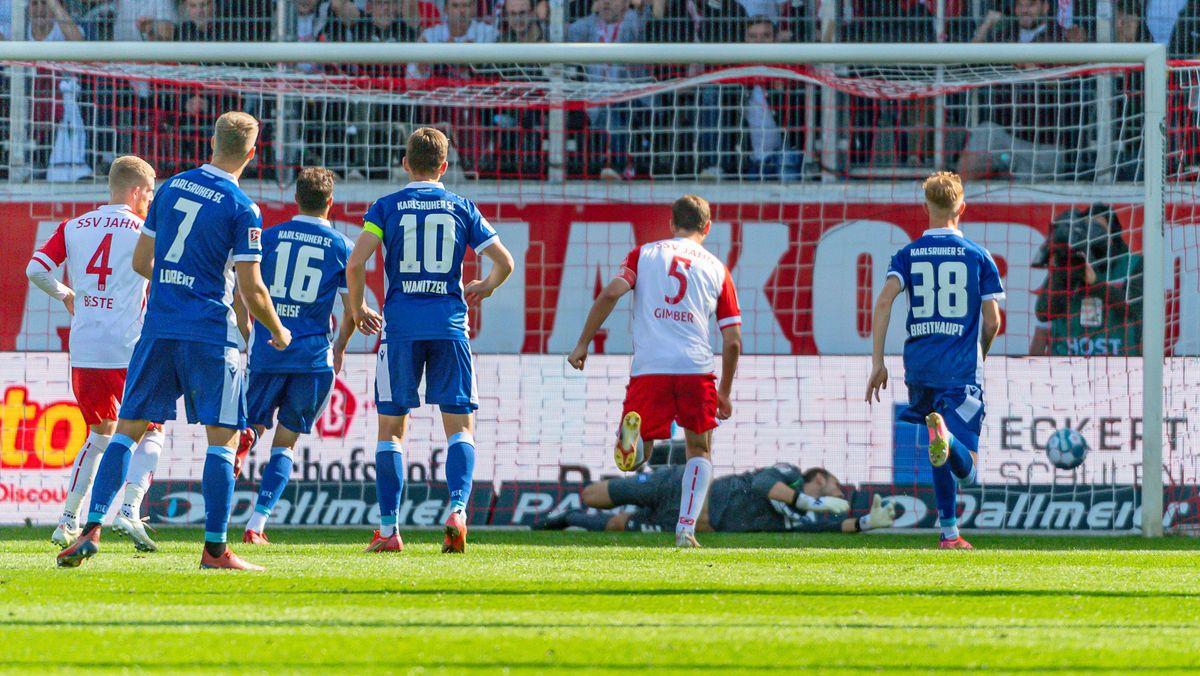 Andreas Albers trifft für Regensburg gegen Karlsruhe zum 1:1-Anschluss