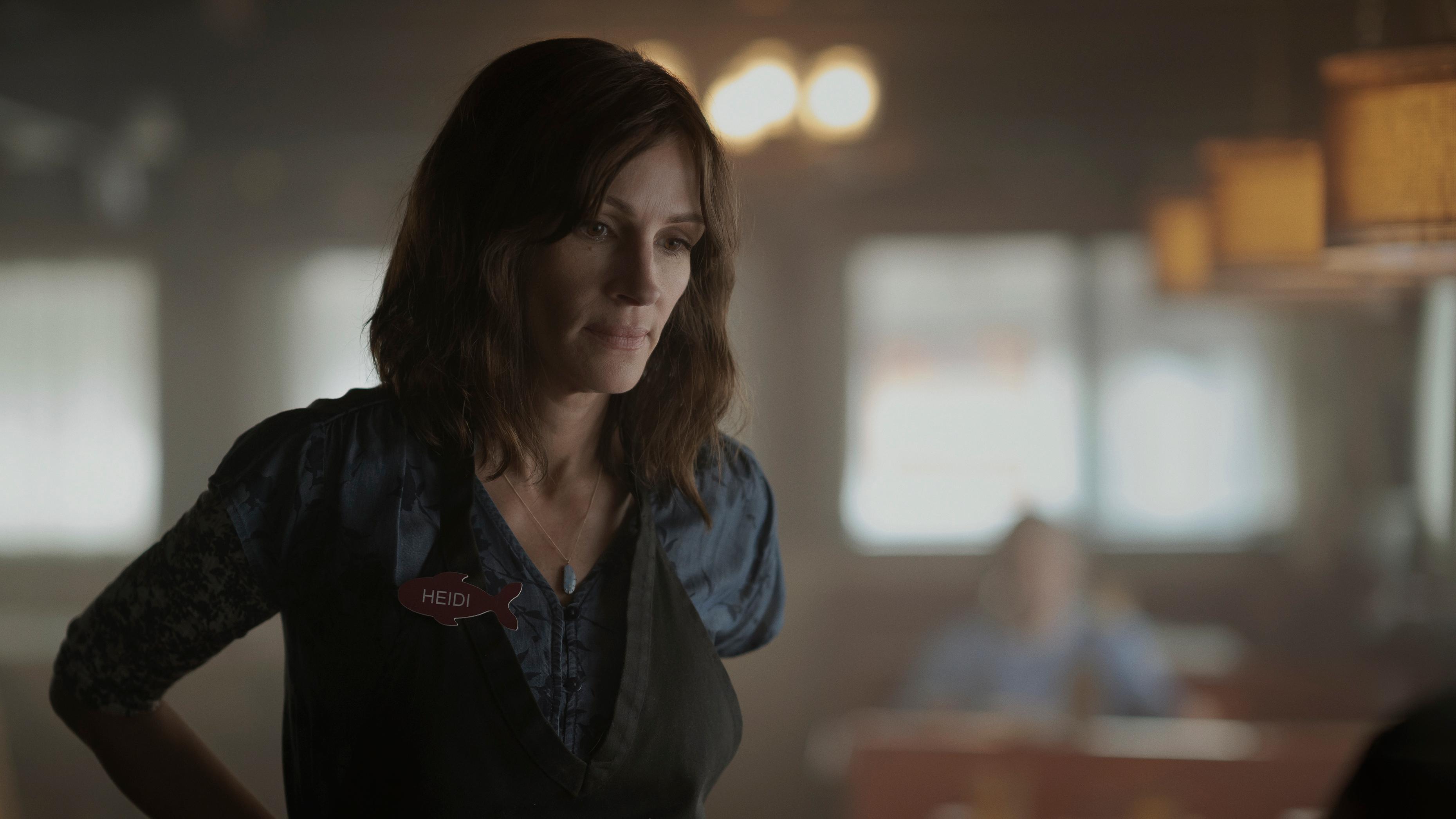 "Julia Roberts als Kellnerin Heidi in ""Homecoming"""