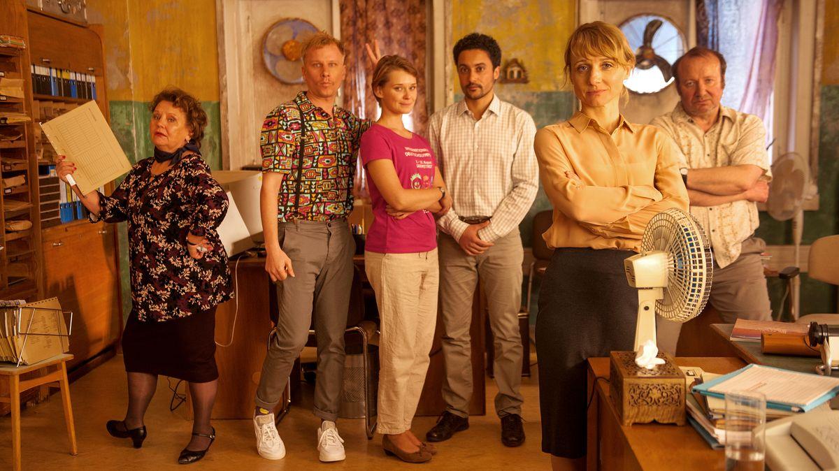 Von links die Schauspieler Swetlana Schönfeld, Robert Stadlober, Nadja Bobyleva, Omar El-Saeidi, Christina Große und Rainer Reiners.