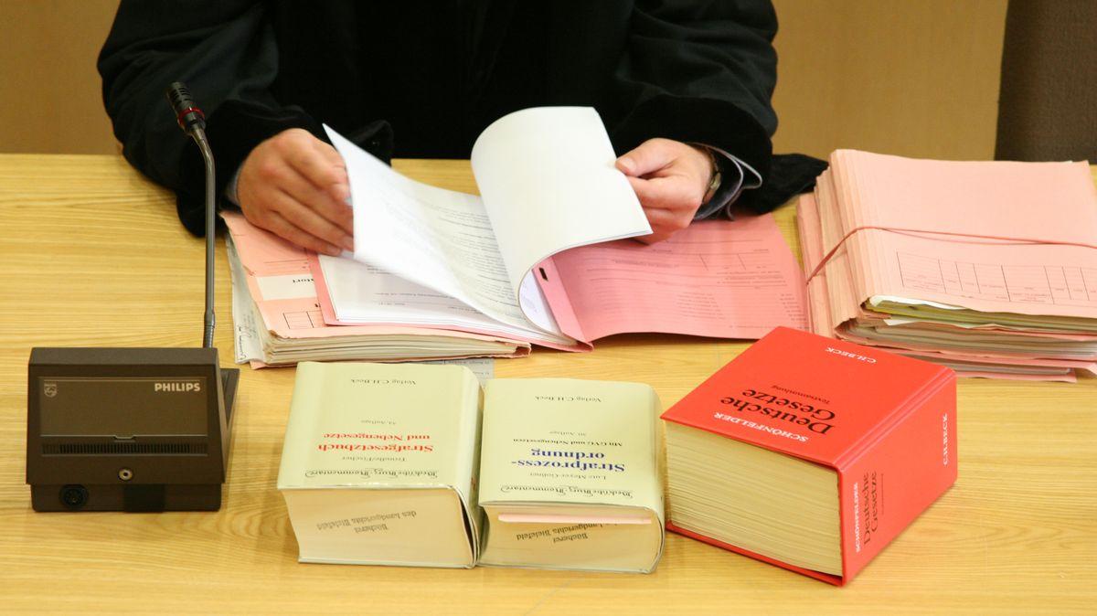 Richter, Gesetzbücher (Symbolbild)