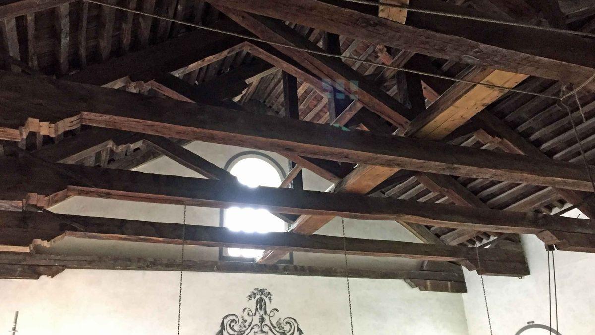 Das Dach war undicht, die Dachbalken verfaulten