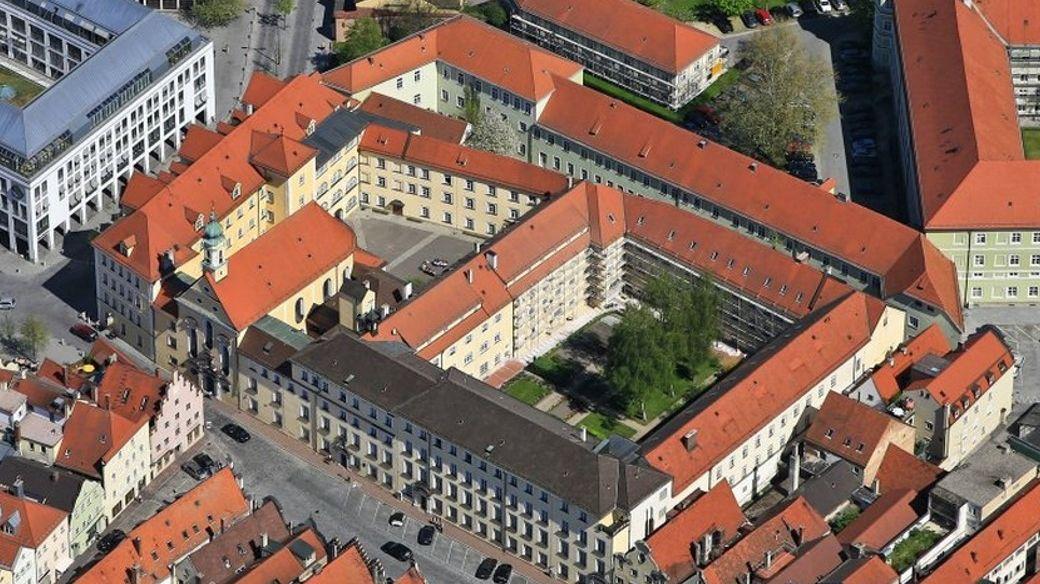 Das Ursulinenkloster in Landshut aus der Luft