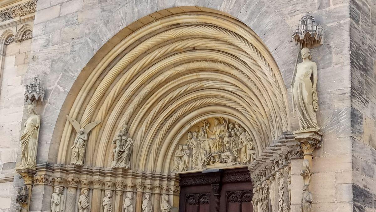 Die Steinfiguren Ecclesia und Synagoge am Bamberger Dom, Fürstenportal (äußere Figuren)