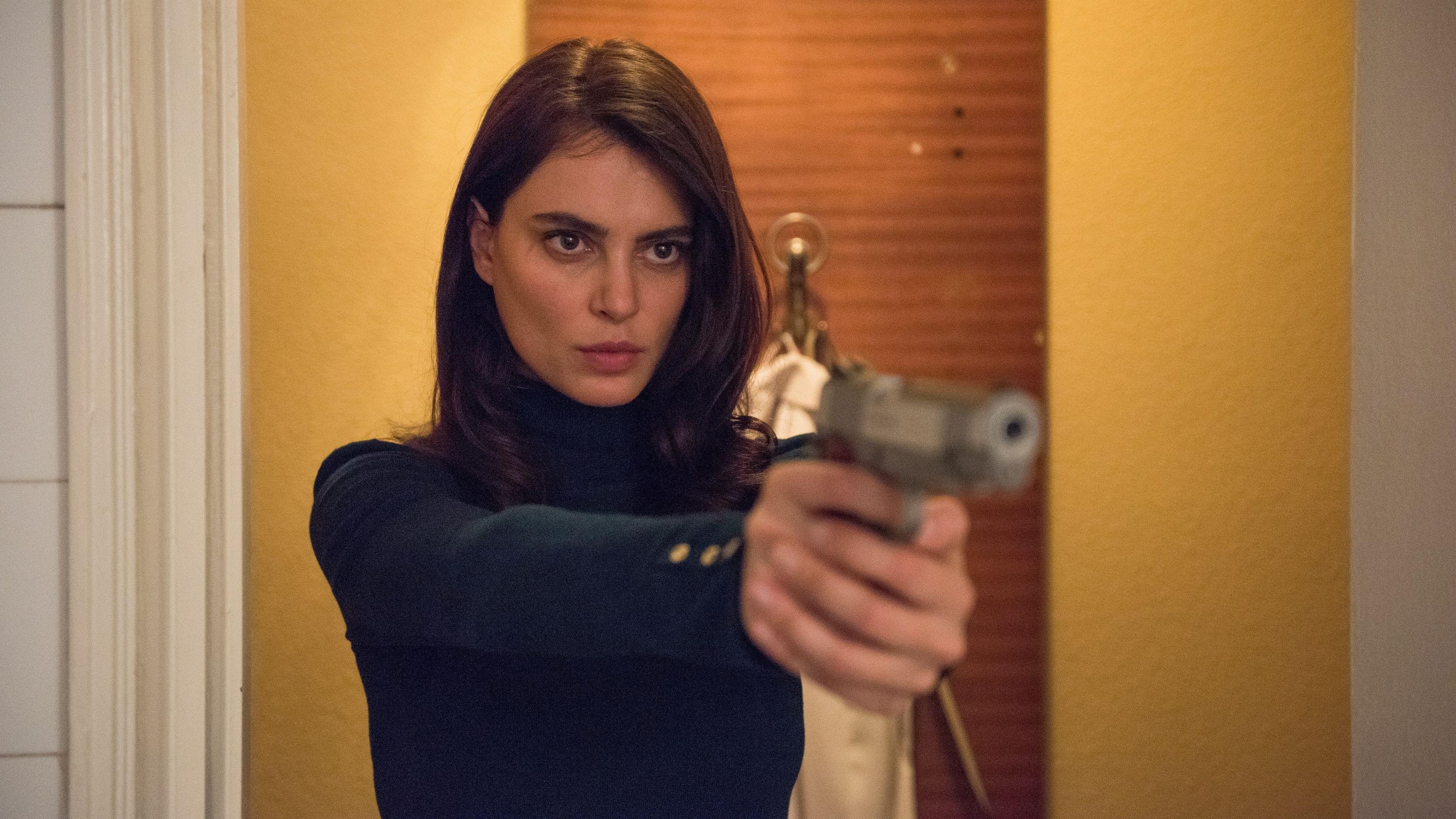 "Catrinel Marlon in ""La Gomera"": Frau mit Revolver"