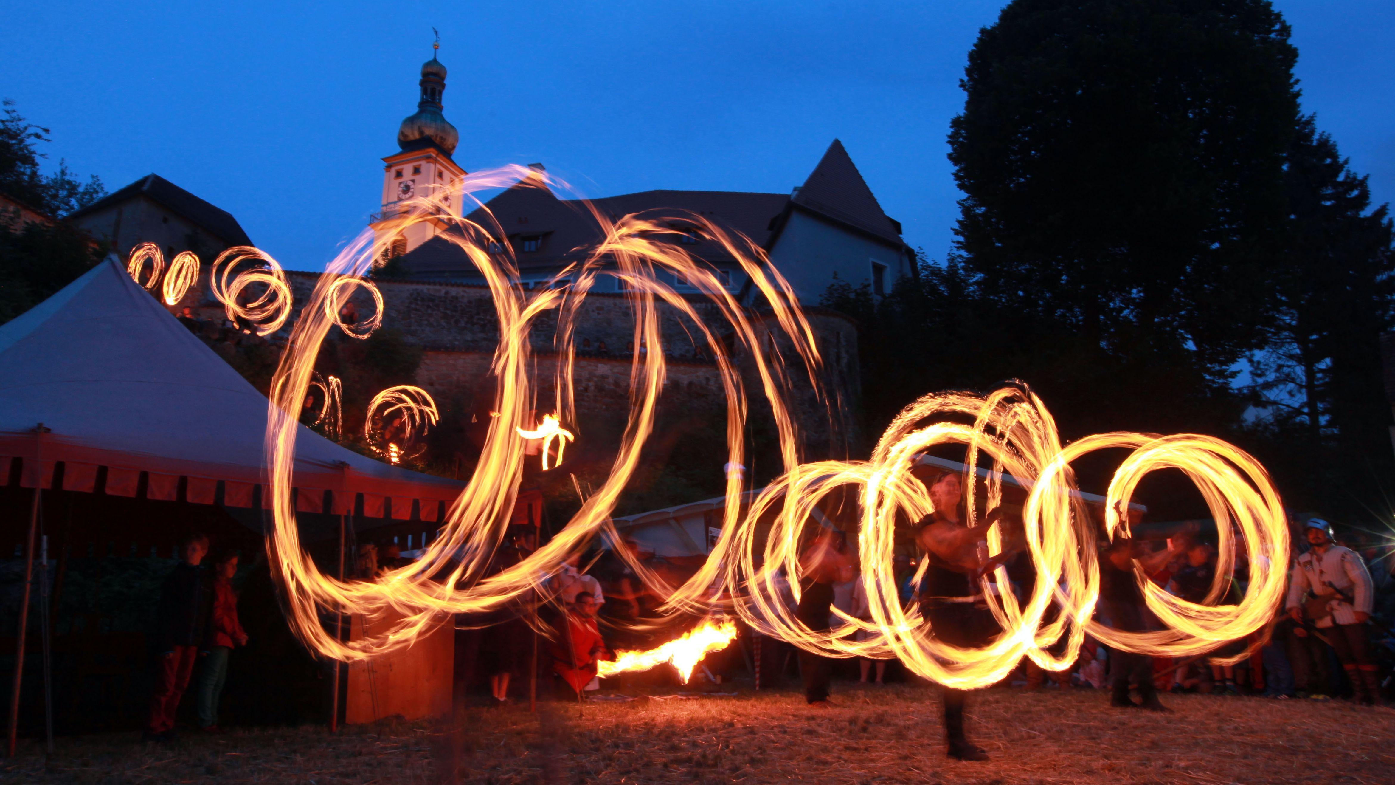 "Feuershow mit ""Ardere Lillium"""