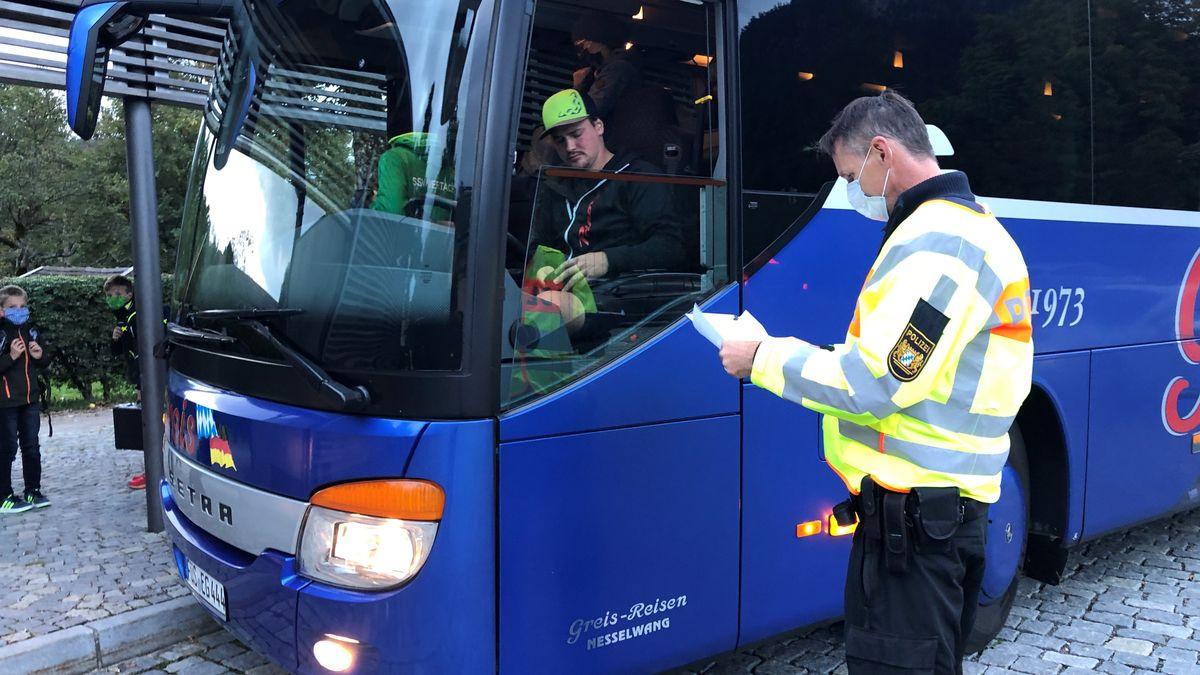 Polizei kontrolliert Sicherheit von Schulbussen in Pfronten