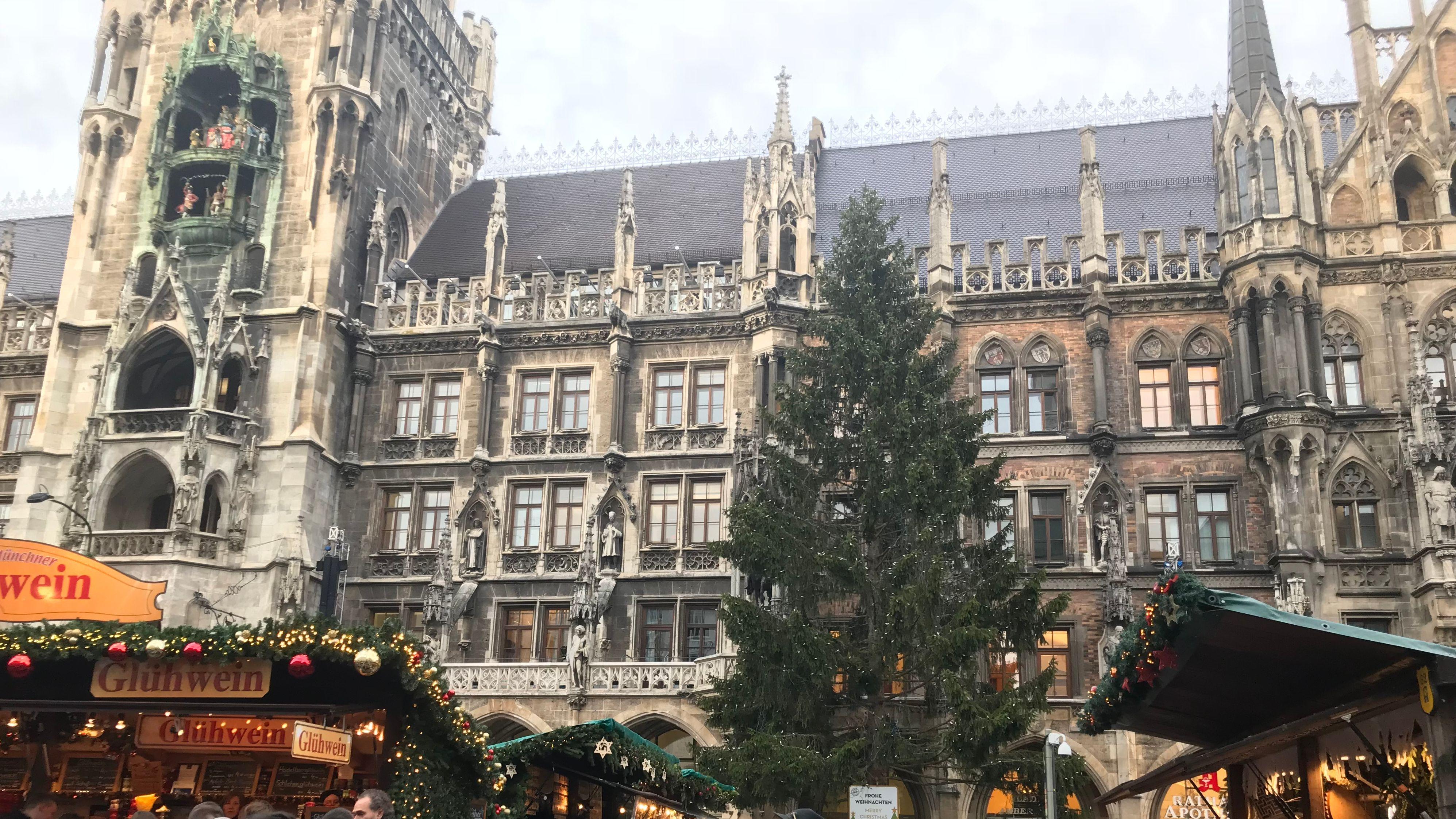 Christkindlmarkt am Marienplatz in München