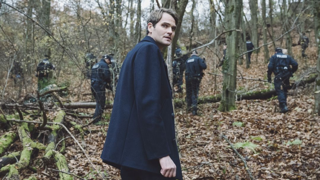 """Szene aus dem Tatort """"Wo ist Mike?"""" mit Kommissar Felix Voss."""