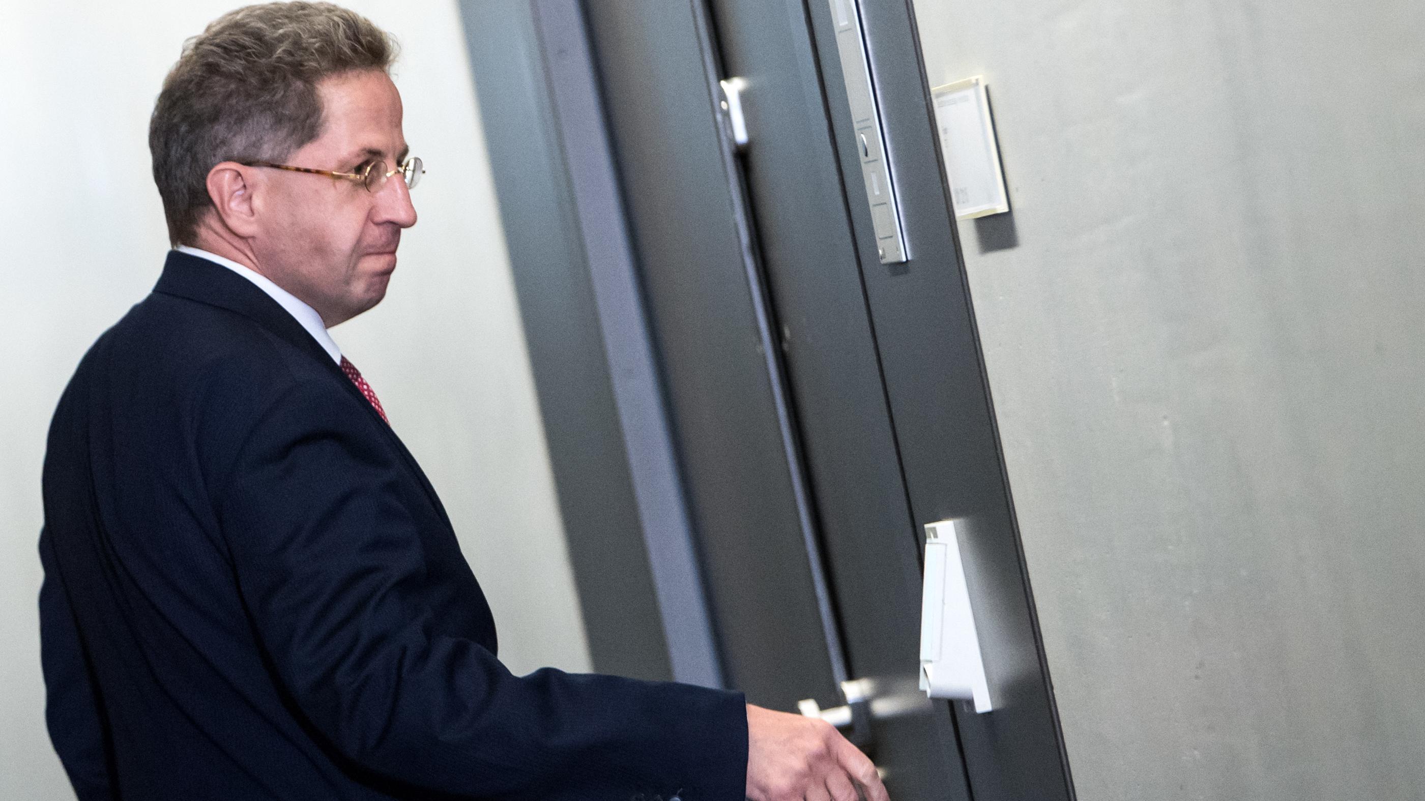 Hans-Georg Maaßen, ehemaliger Präsident des Bundesamts für Verfassungsschutz (BfV), auf dem Weg zum Parlamentarischen Kontrollgremium für die Geheimdienste.