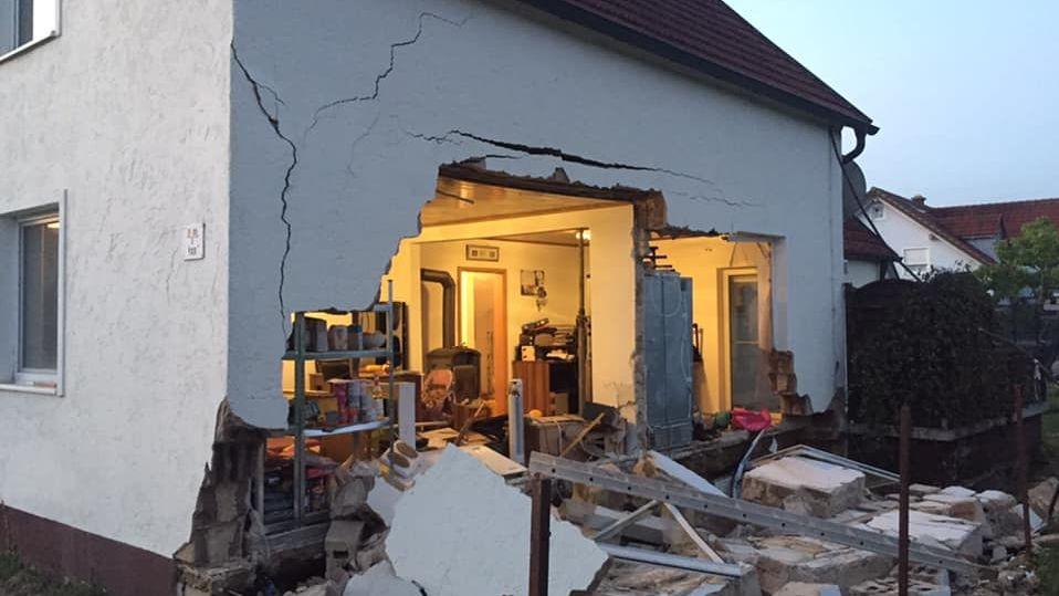 Die eingestürzte Hausfassade in Pirkensee im Landkreis Schwandorf.