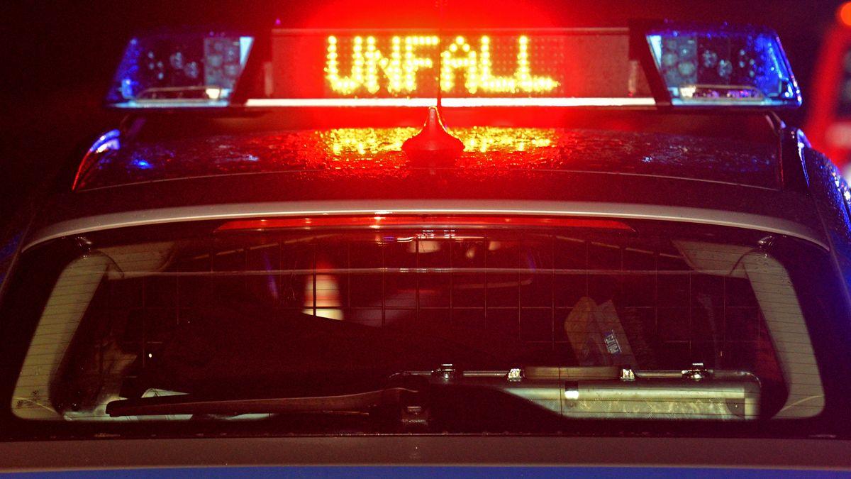 Polizeiauto bei Unfall (Symbolbild)