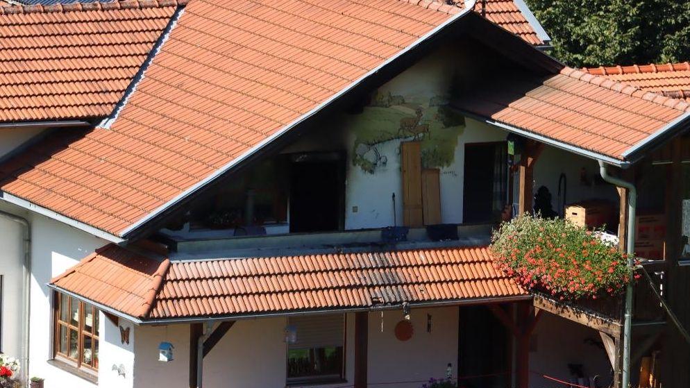 Das Feuer war im ersten Stock des Wohnhauses ausgebrochen