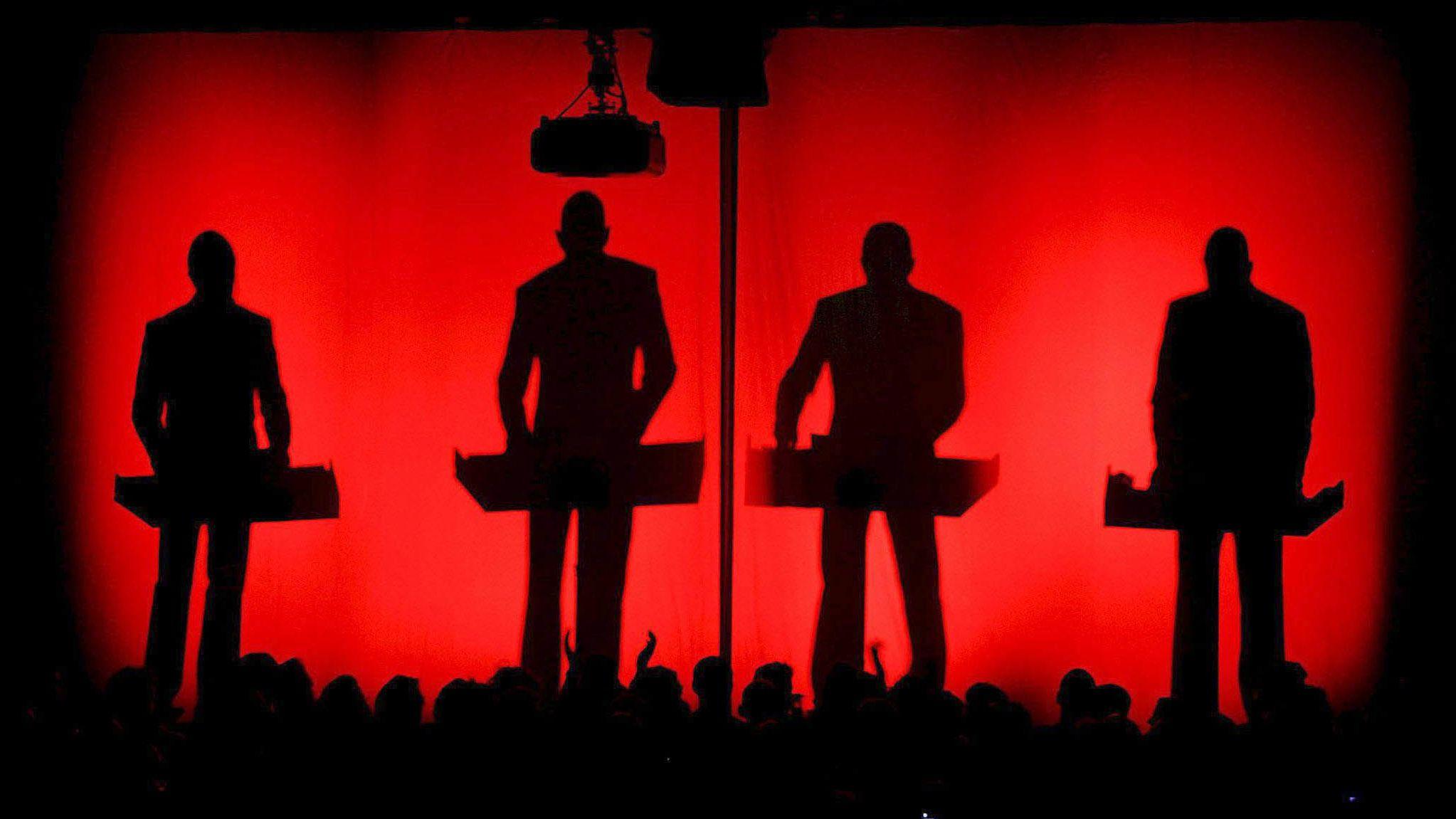 Die Band Kraftwerk bei einem Auftritt.