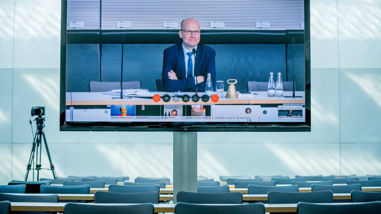 Ralph Brinkhaus (CDU), Vorsitzender der CDU/CSU-Bundestagsfraktion, spricht zu Beginn einer virtuell stattfindenden Unions Fraktionssitzung im Bundestag. (Archivbild)