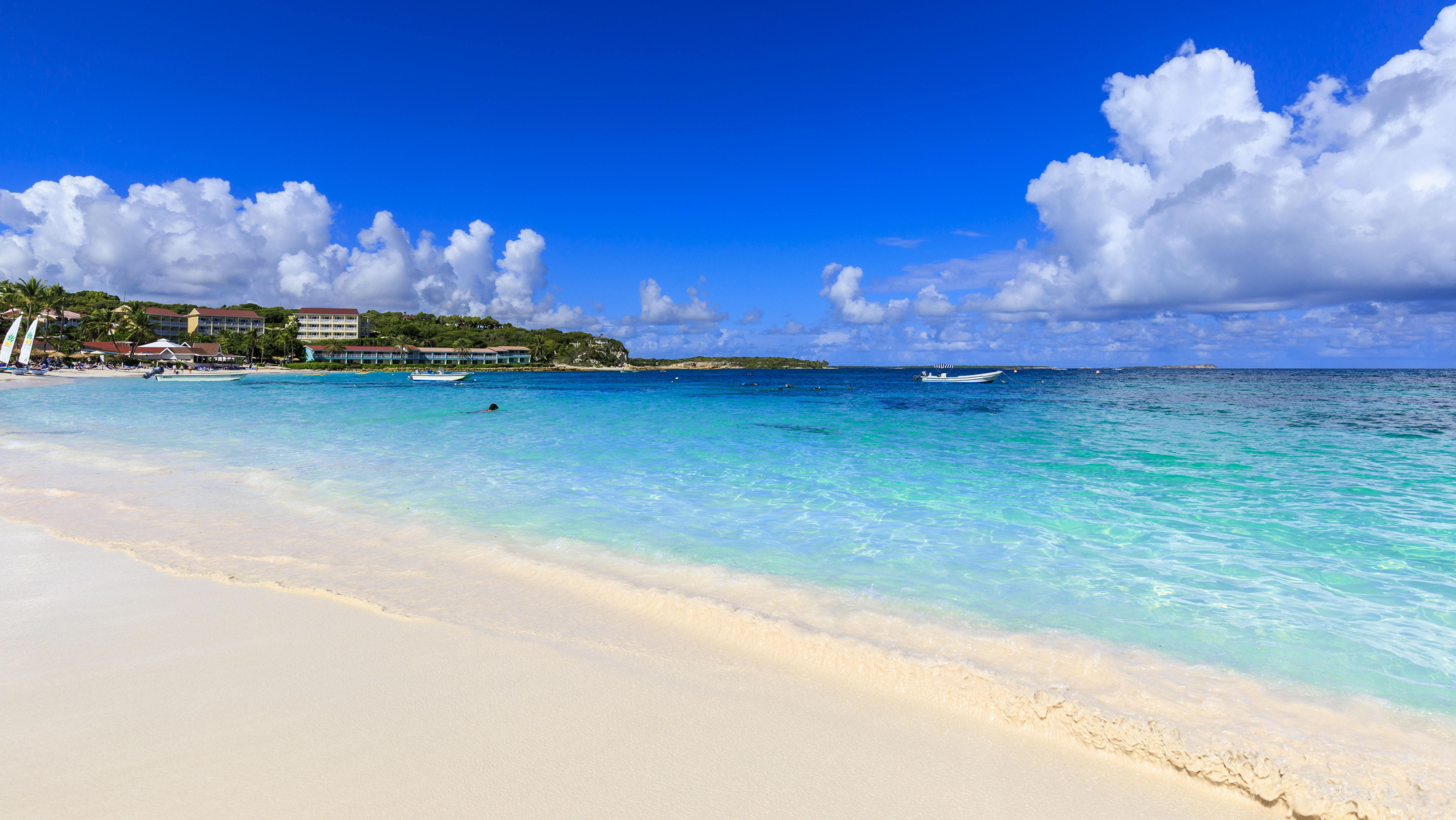 Ein Sandstrand in der Karibik.