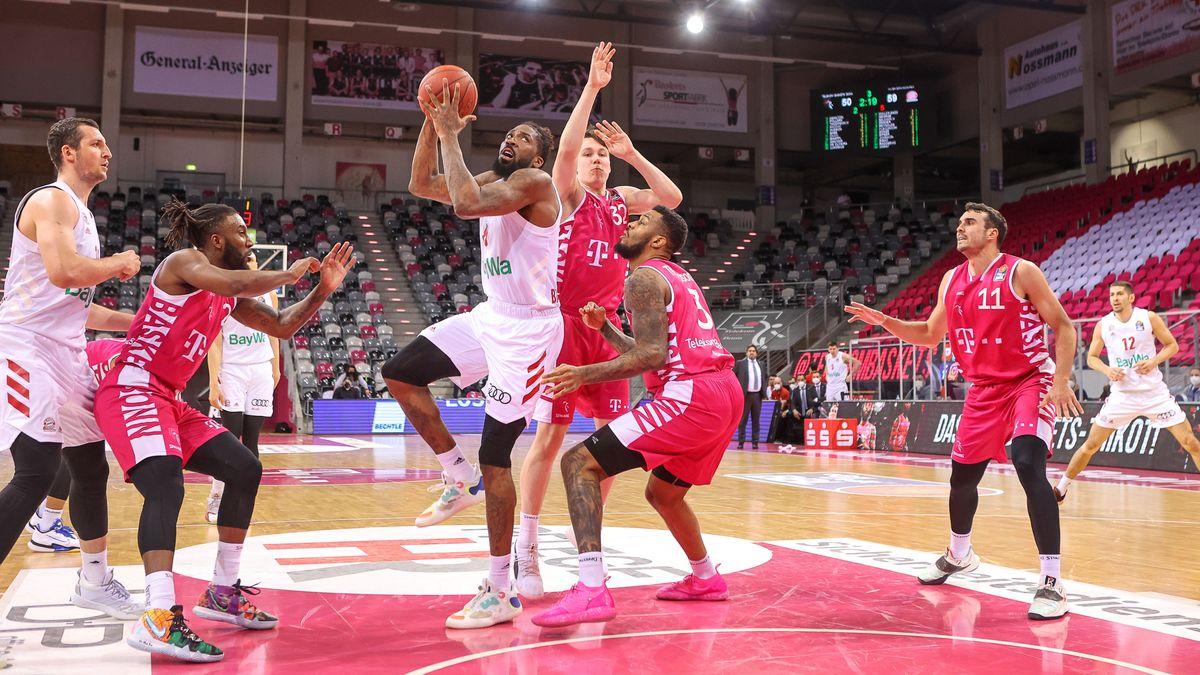Basketball-Bundesliga: Telekom Baskets Bonn gegen FC Bayern München