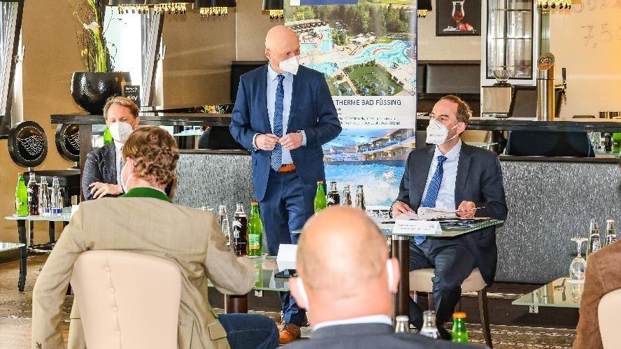Bayerns Wirtschaftsminister, Hubert Aiwanger, war heute in Bad Füssing um Bayerns und Deutschlands übernachtungsstärkstes Heilbad zu besuchen